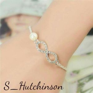 Jewelry - 💥Flash Sale💥 Silver Infinity Pearl Bracelet